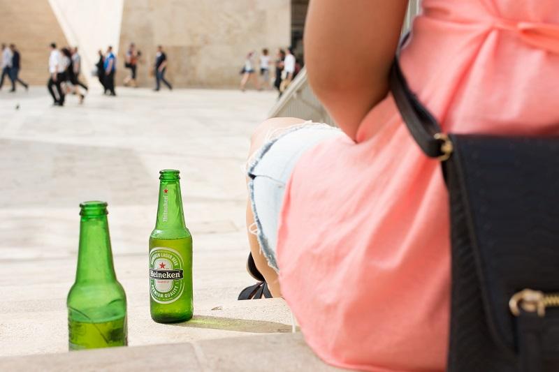 foodiesfeed.com_heineken-beer-bottle